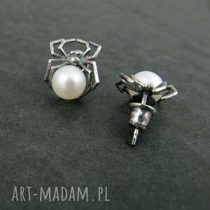 Pająki z perłą perły