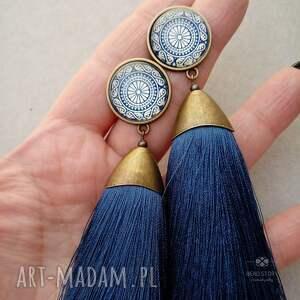 niebieskie kolczyki sztyfty pedzelki z chwostami w marynarskim