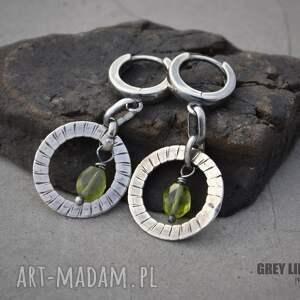 kolczyki srebro peridot w obręczy