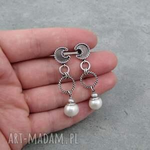 wiszące perłowe księżyce na