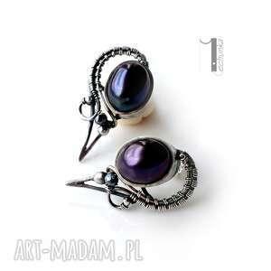 gustowne kobiece raven - srebrne kolczyki