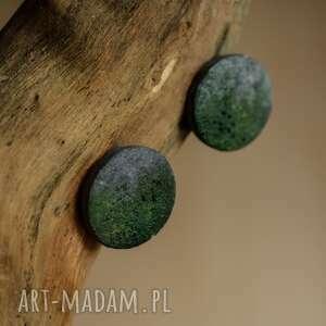 sztyfty zielone ręcznie malowane kolczyki