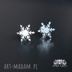 intrygujące kolczyki śnieżynki na sztyfcie