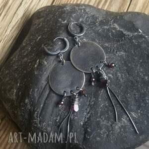 fioletowe metaloplastyka kolczyki srebrne z granatami