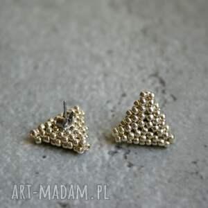 srebrne sztyfty trójkąty