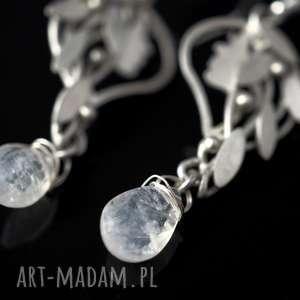 atrakcyjne leśne srebrne kolczyki driady