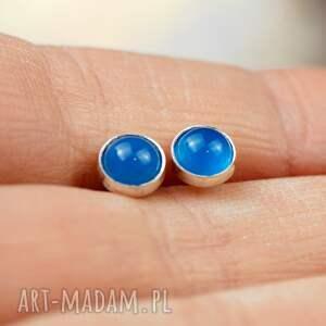 sztyfty-srebrne-blue kolczyki sztyfty z niebieskimi