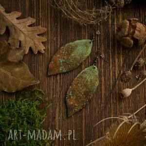 zielone liście kolczyki w formie z efektem