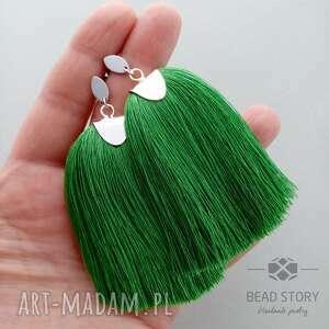 zielone kolczyki sztyfty z chwostami w trawiastej