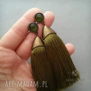Kolczyki z chwostem w oliwkowej zieleni w antycznej oprawie - sztyfty metal
