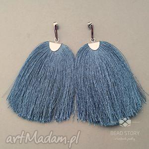 ręcznie wykonane kolczyki sztyfty z chwostem niebieskim
