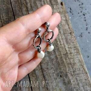 trendy wiszące kolczyki z perłami - srebro