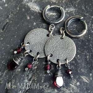 srebro-oksydowane kolczyki ze srebra i granatów
