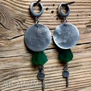 metaloplastyka kolczyki ze srebra z zielonymi