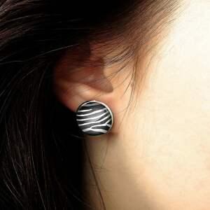 białe kolczyki zebra - wkrętki