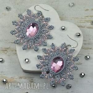 Eleganckie kolczyki z kryształami -szarości i pudrowy róż - styl biżuteria makrama