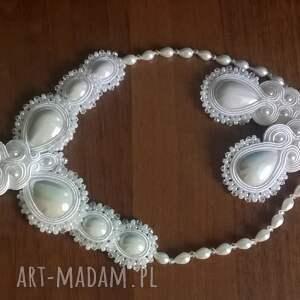 Ślubny komplet sutasz w bieli - kolczyki i naszyjnik kaboszony