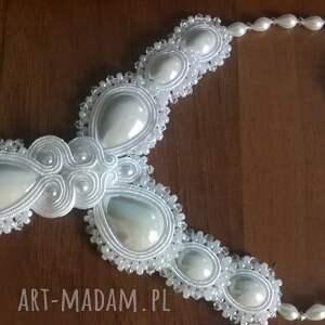 Ślubny komplet sutasz w bieli - kolczyki i naszyjnik