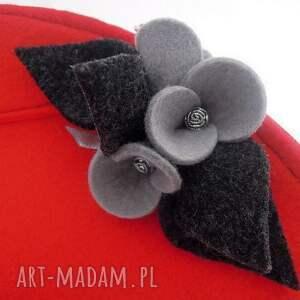 nietypowe kopertówki folk czerwona mała torebka z szarymi