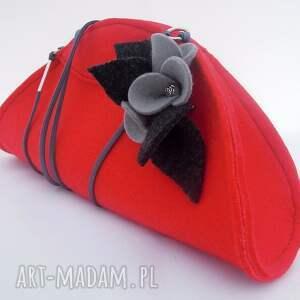 nietypowe kopertówki filc czerwona mała torebka z szarymi