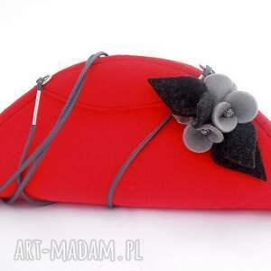 czerwone kopertówki filc czerwona mała torebka z szarymi