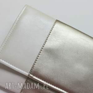 Torebki Niezwykle Kopertówka - perłowa i środek srebrny elegancka