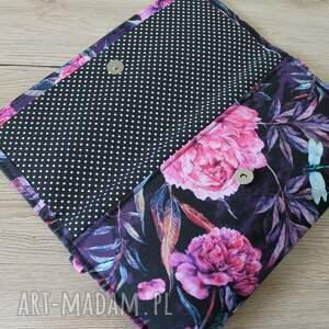 elegancka czarne kopertówka - piwonie