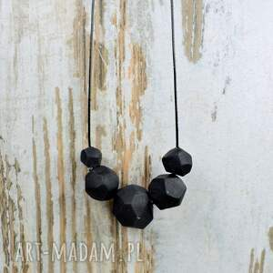 handmade korale geometryczne, czarne