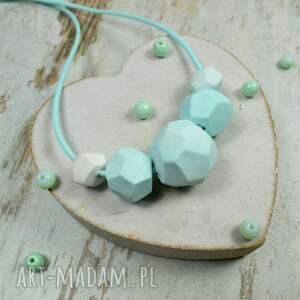 korale miętowa-biżuteria geometryczne w odcieniach