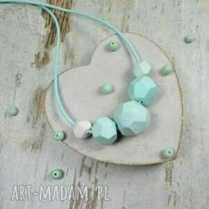miętowa-biżuteria korale geometryczne w odcieniach