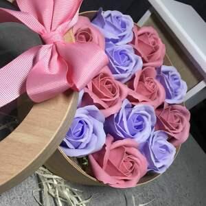 niebieskie kosmetyczki eleganckie mydełko box kwiaty z mydła. oryginalny