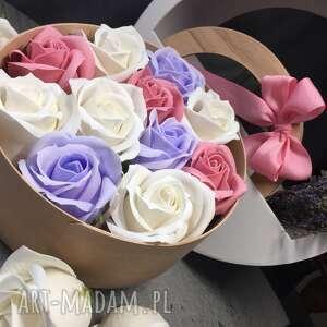 różowe kosmetyczki box na prezent mydła box kwiaty. super box
