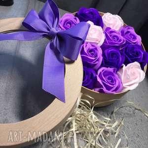 kosmetyczki prezent dla babci box kwiaty z mydła. oryginalny