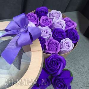 prezent dla babci kosmetyczki box kwiaty z mydła. oryginalny
