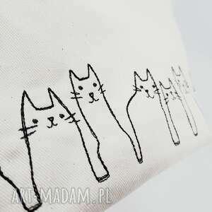 beżowe kosmetyczki kotki kosmetyczka