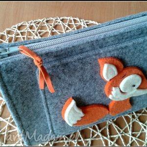 pomarańczowe kosmetyczki kosmetyczka z filcu z liskiem