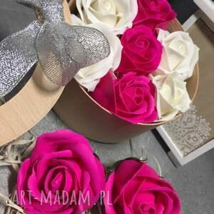 kosmetyczki prezent oryginały. box kwiaty