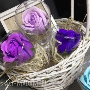 intrygujące kosmetyczki prezent róże z mydła