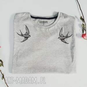 haft koszulki t-shirt z haftem jaskółki