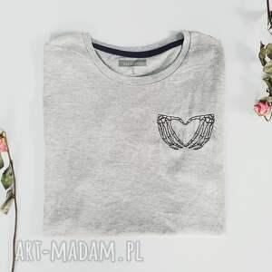 szare koszulki koszulka t-shirt z haftem love