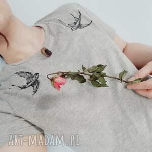 szare koszulki koszulka t-shirt z haftem jaskółki