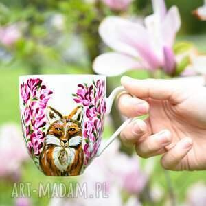 Pracownia Szafran różowe kubek malowany elegancki z motywem lisa i kwiatów