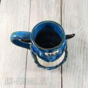 niebieskie kubki kawa kubek stworek, potworek z rogami