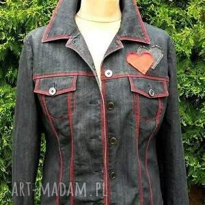 czerwone kurtki kurtka jeansowa z sercem
