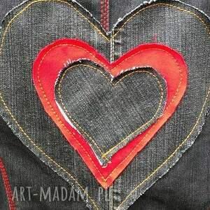 nietypowe kurtki kurtka jeansowa z sercem