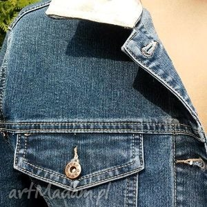 modne kurtki katana jeansowa kurtka z kwiatem