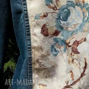 modne kurtki recykling jeansowa kurtka z kwiatem