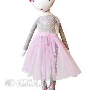 lalki balerina ana, która lubi tańczyć. lalka z