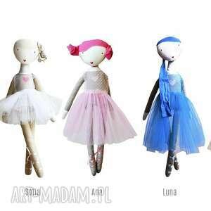 białe lalki balet ana, która lubi tańczyć. lalka z