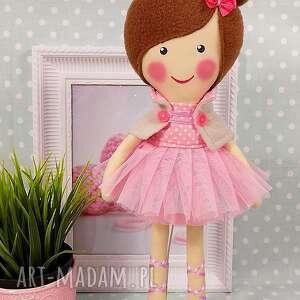 brązowe lalki zabawka baletnica w pudrowych odcieniach